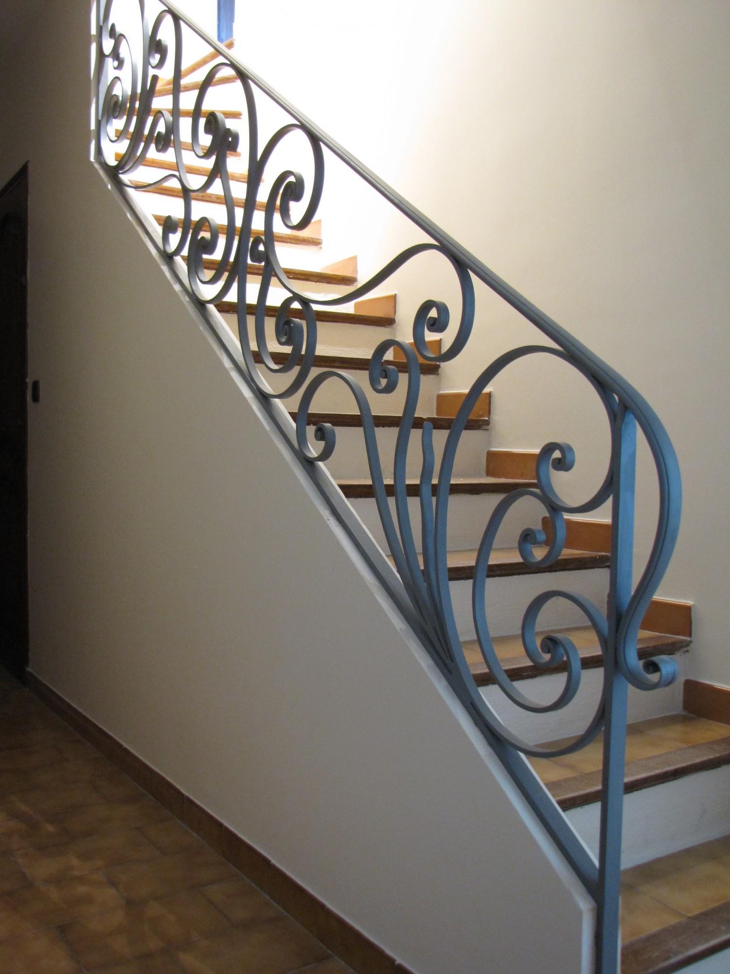 comment fabriquer une rampe d escalier en fer forg. Black Bedroom Furniture Sets. Home Design Ideas
